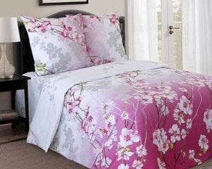 Voodipesukomplekt, roosad lilled roosal/valgel taustal